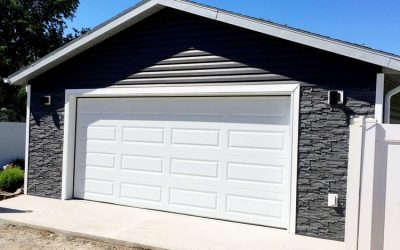 Garage with vynil and stone